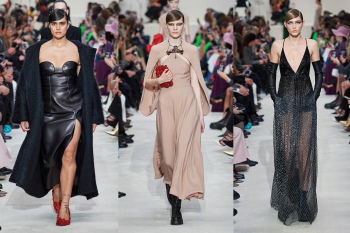 #PFW:將色彩拋開,以大片的黑逆襲 Valentino 伸展台,背後又傳達了什麼含意?