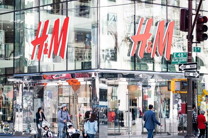 本週必知時尚大事:H&M 削減工時、葡萄牙《Vogue》以戴口罩親吻的戀人為封面