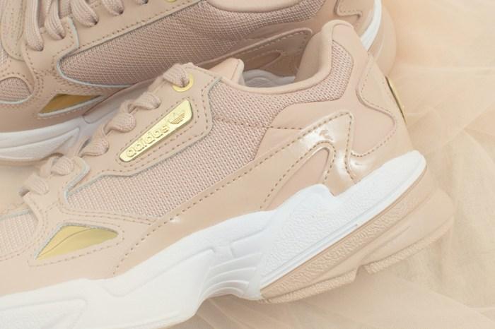 奶茶色球鞋再添一雙:adidas 為人氣鞋款 Falcon 推出極美裸金配色!
