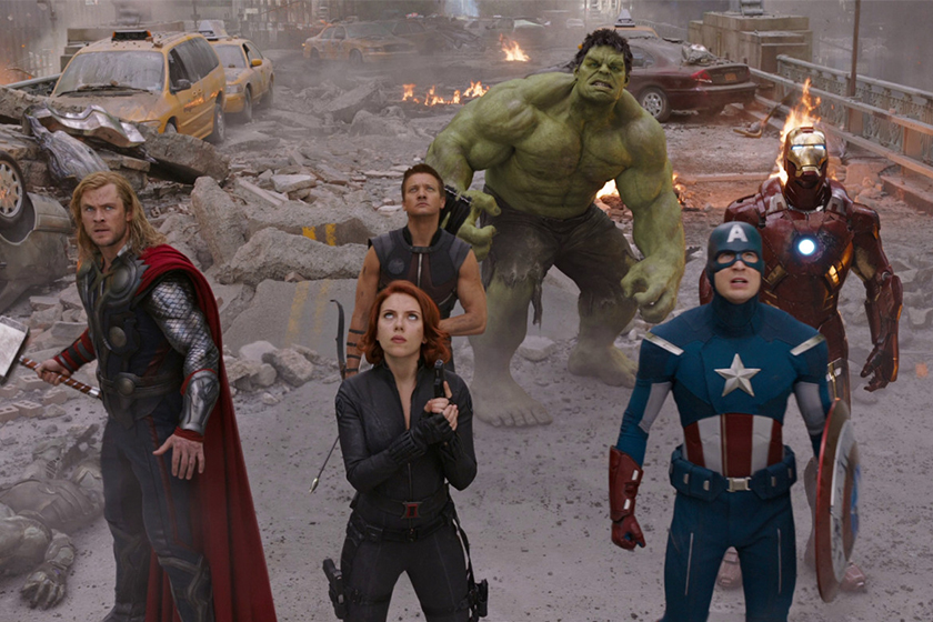 Avengers original team Robert Downey JR.,Chris Evans,Chris Hemsworth,Mark Ruffalo,Jeremy Renner,Scarlett Johansson