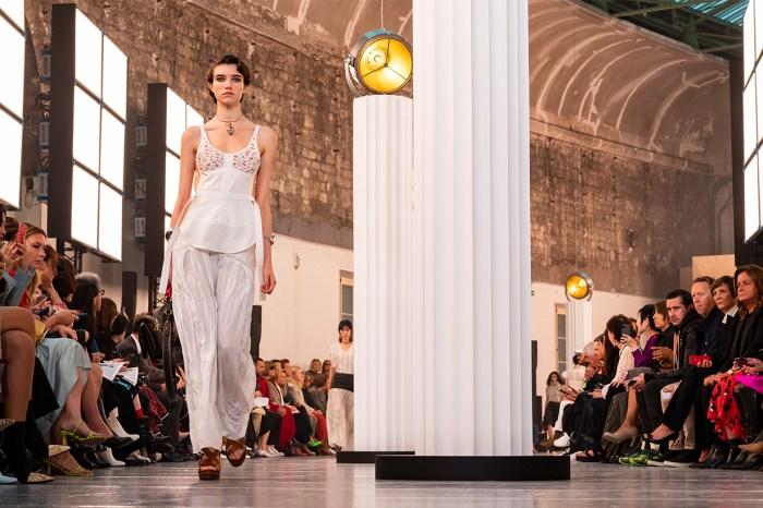 一份有力的時尚聲明:繼 1998 年後,時裝週日程再將迎來巨變?