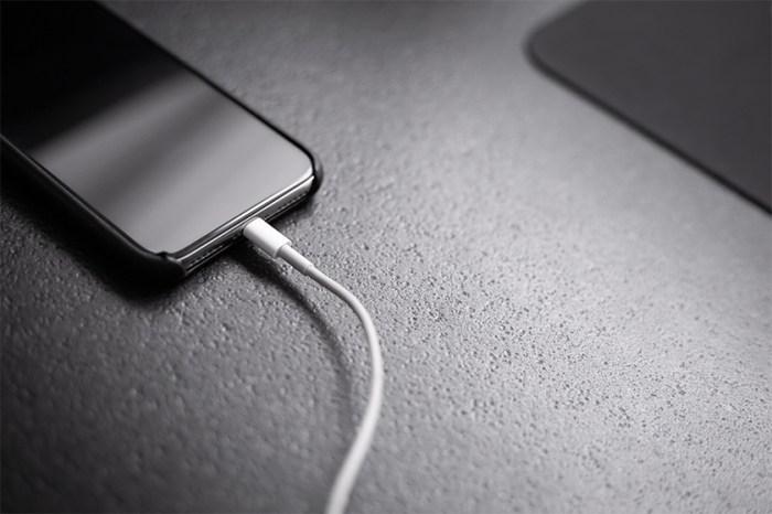iPhone 12 預測:繼耳機後,Apple 未來就連 iPhone 充電器也要你自費入手!