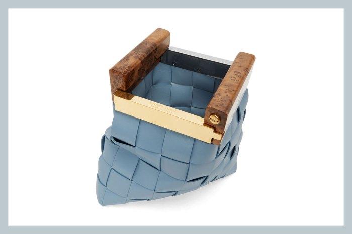 奢華藏在細節裏:BV 這款方形編織手袋,剛上架就快售完!