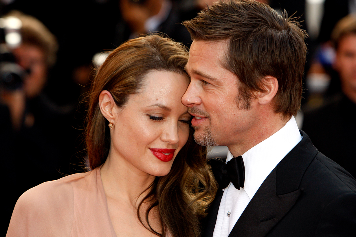 Angelina Jolie & Brad Pitt Are Finally Co-Parenting Again After Lots of 'Family Therapy'