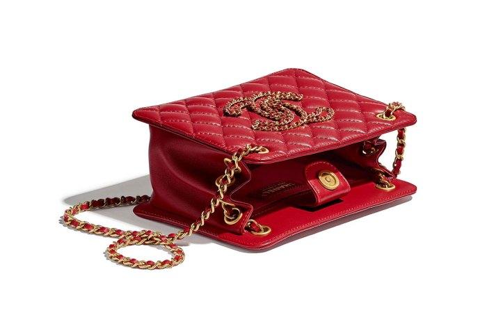 典雅大方又能裝:Chanel 工坊系列這款手袋,風琴設計成為亮點!