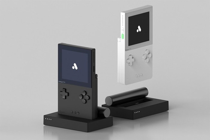 一開賣就售磬:要買到這部極簡設計的 Game Boy 就要注意了!