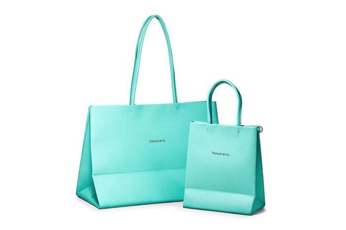 驟眼看是購物袋?Tiffany & Co. 推出仿紙袋皮包,女生很想擁有吧!