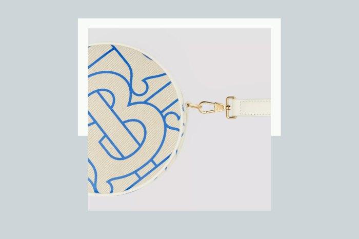 Burberry 的圓形手袋,靈感來自英國公主?藍白款式更令人一見鍾情!