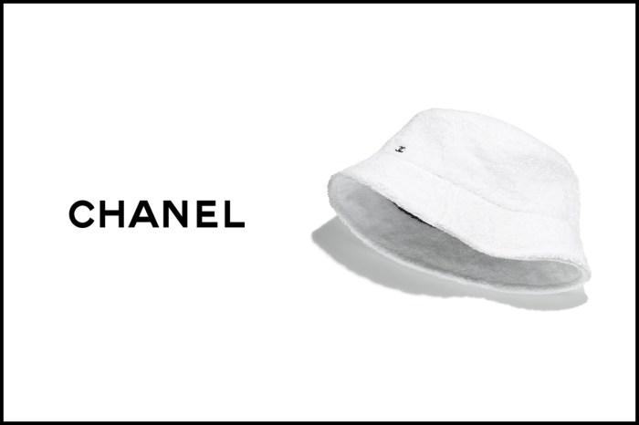 入選心中夢幻配件:繡上小小 Logo,Chanel 的毛絨漁夫帽完全命中紅心!