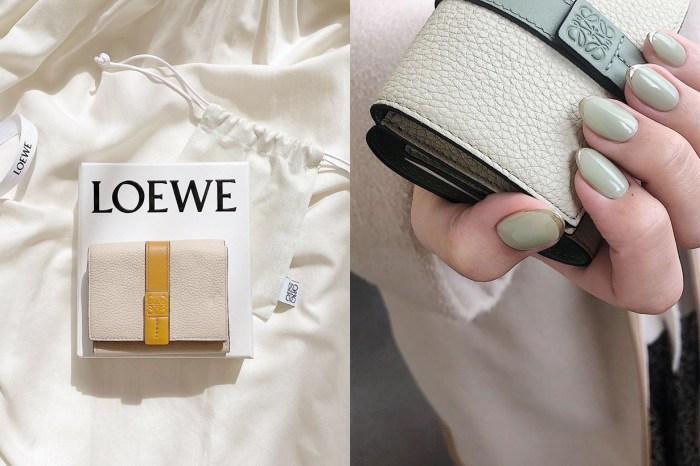 不是新款卻默默洗版社群:優雅又實用 Loewe 短夾,紛紛成為入手目標!