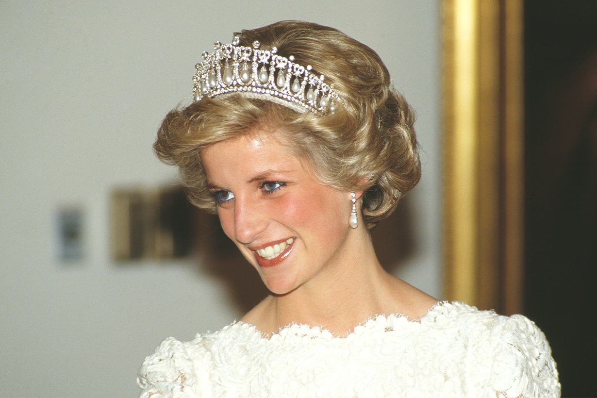 Princess Diana Princess of Wales Favourite jewellery gold charm bracelet Prince Charles Wedding Gift Prince William Prince Harry British Royal Family