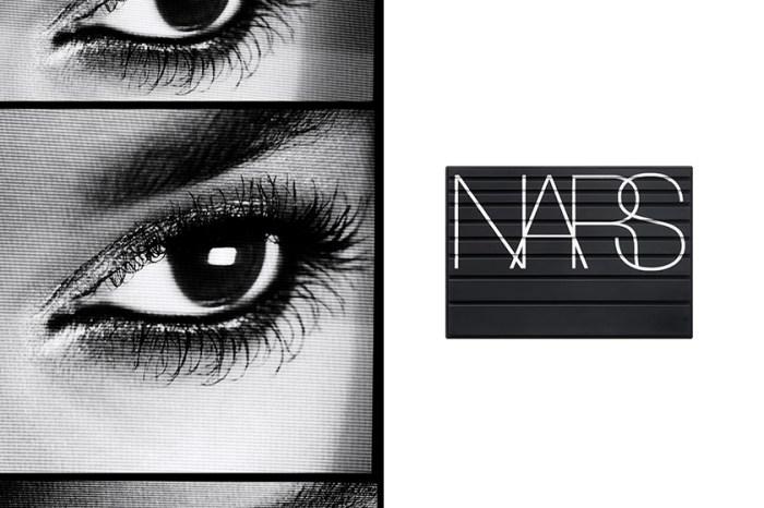 輕鬆刷出像是假睫毛般的濃密捲翹:NARS 限量霧黑系列讓彩妝控都難以招架!