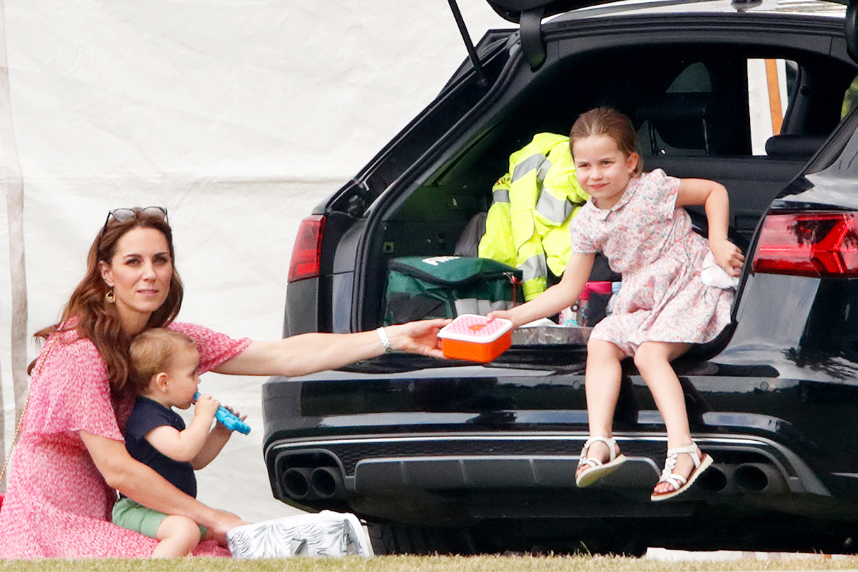 Kate Middleton Princess Charlotte Eating Habits Olives Keep Fit Lose Weight Healthy Diet Green Juice British Royal Family