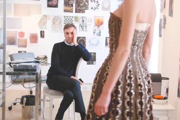 Raf Simons 在 Prada 首秀登場前夕,宣布同名品牌將正式推出女裝!
