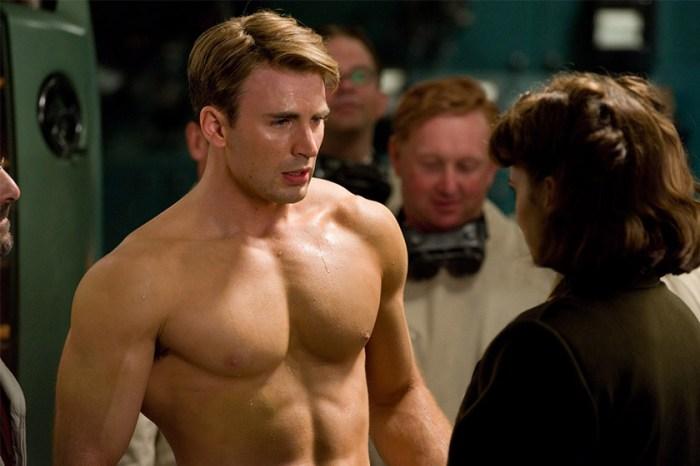 衣服下藏著的秘密:Chris Evans 罕見半裸示人,胸肌上竟然是一大片紋身!