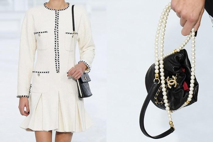 #PFW:Chanel 全新兩款絕美珍珠小包,伸展台上惹人心動!