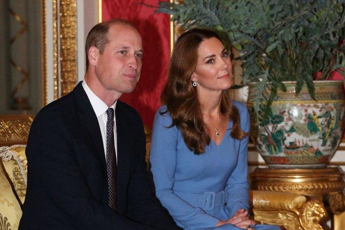果然是王妃愛牌!凱特再穿藍色連身裙,從頭到腳也散發得體貴氣