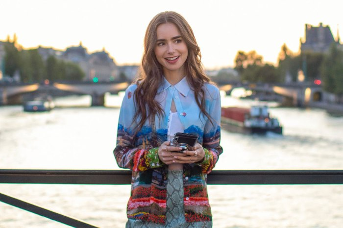 《Emily in Paris》帶貨力驚人:這款單品搜尋率急漲 342%,手袋更極速售罄!