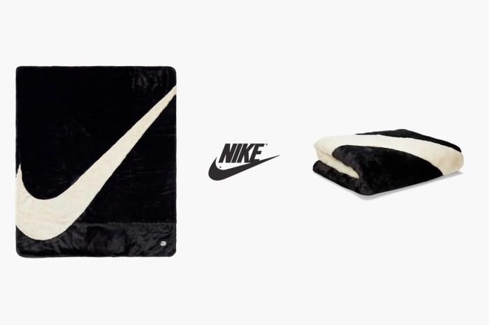 到處缺貨:Nike 推出 Swoosh Logo 毛毯,冬天最療癒的居家小物!