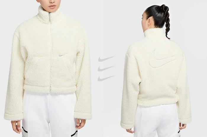 Nike 新上架絨毛外套,極簡米白+小版 Swoosh 令時髦女生搶著穿!