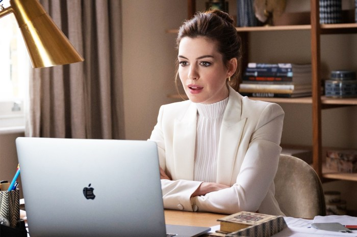 Anne Hathaway 貼自家拍時尚照宣傳新電影《Locked Down》,網民:照片比電影好看!