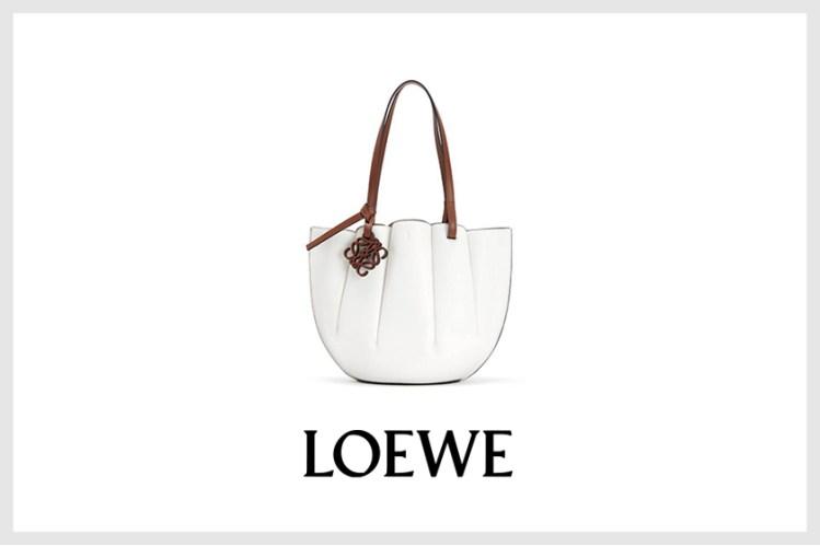 幹練又可愛:Loewe 全新推出貝殼包,還未上架就爆紅!