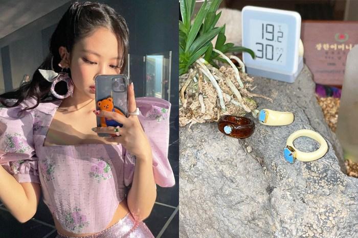 BLACKPINK Jennie 手上的塑膠戒指,來自韓國這個玩味品牌!