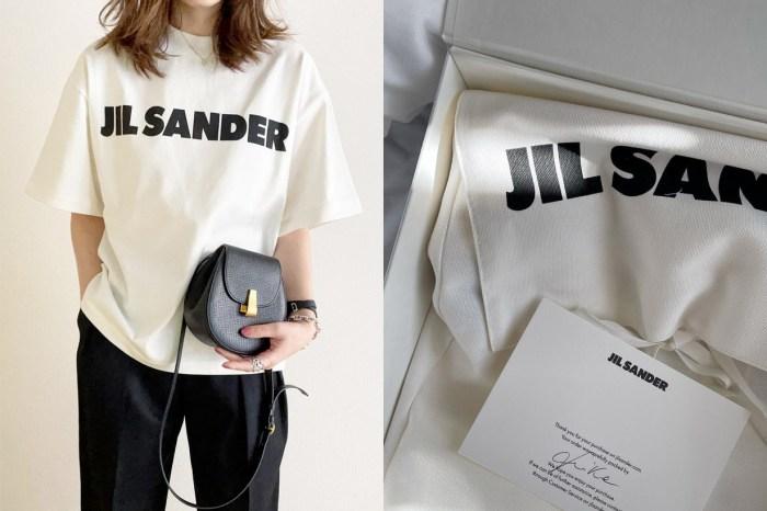 日本女生不跟你說:Jil Sander 低調熱賣的 Logo T,夏季的慵懶時髦!
