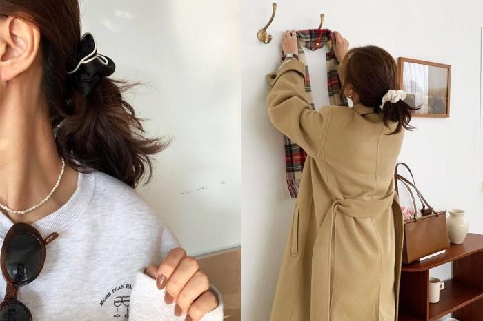 以 Scrunchie 這樣搭配低髮髻,兩者的獨特美感一次過展現出來!