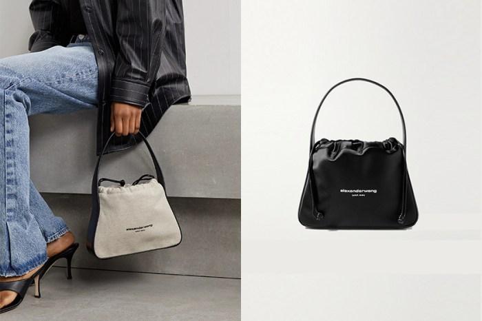 正在尋覓一款百搭手袋的女生,不能錯過 Alexander Wang 這個極簡設計!