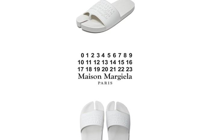 今夏必備的穿搭配件:極簡的純白拖鞋 Maison Margiela 也推出分趾版本!
