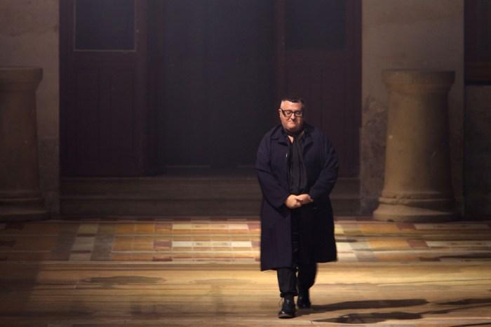 COVID-19 又帶走一位時尚圈巨匠,設計師 Alber Elbaz 證實逝世!