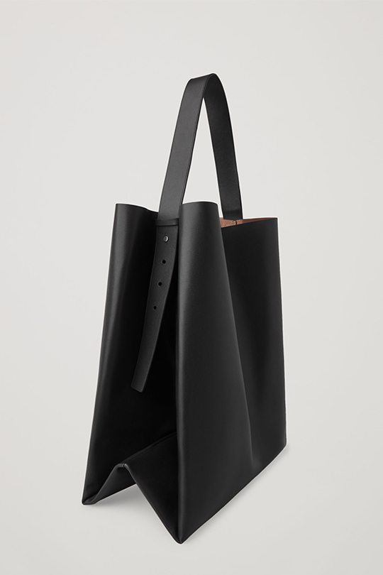cos-LEATHER TOTE BAG