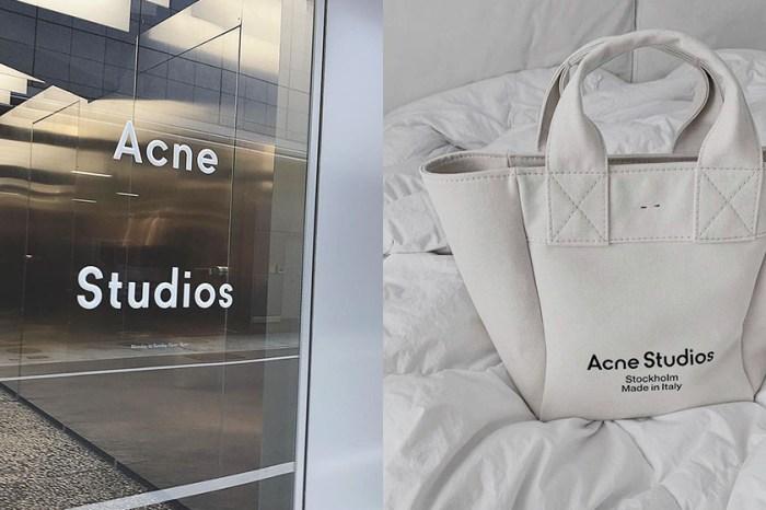 還是簡單最耐看:Acne Studios 帆布袋,不喧賓奪主的百搭單品!