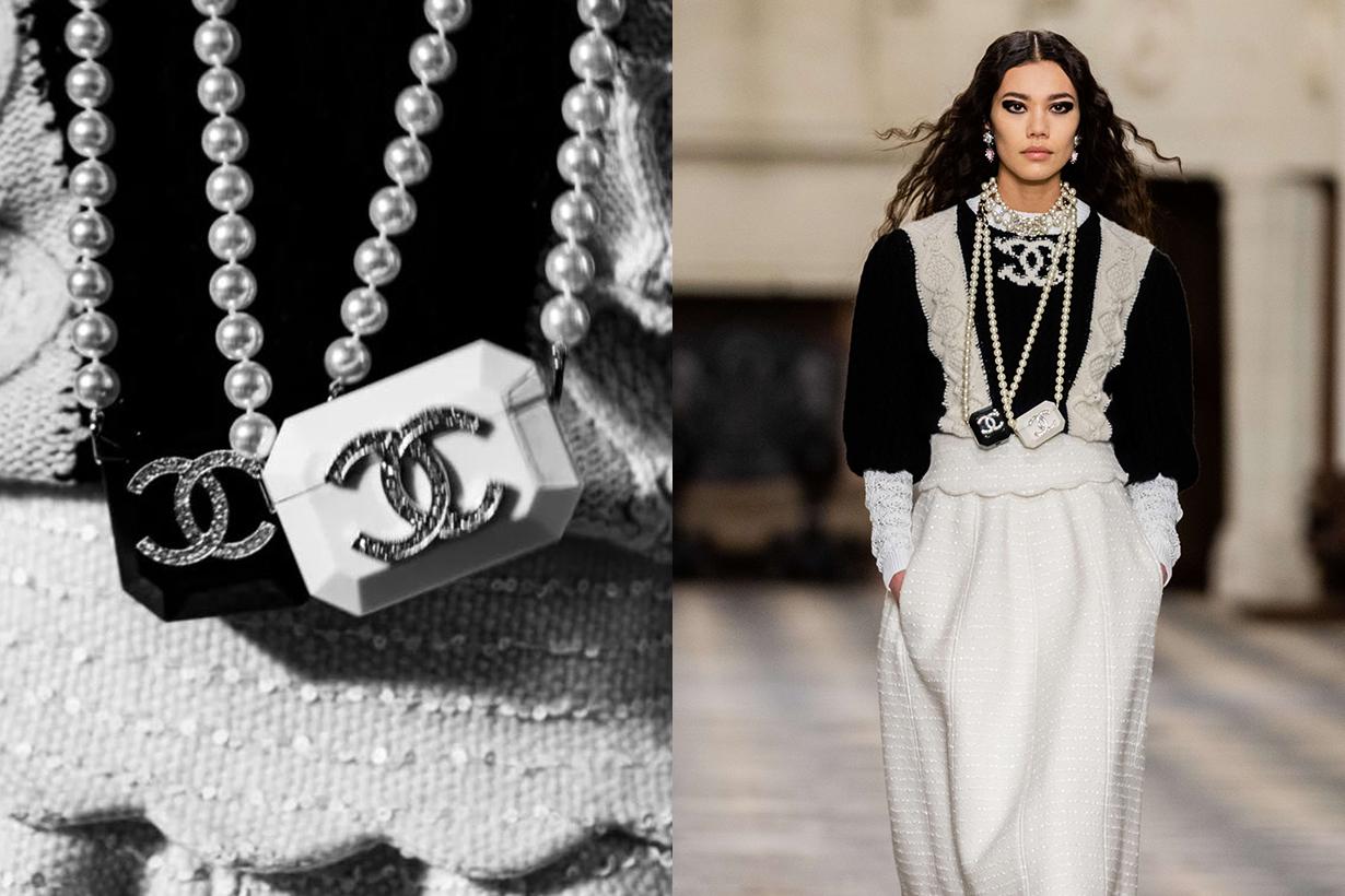 chanel fanciest pearl necklace airpods cases 2020/21 Métiers d'art
