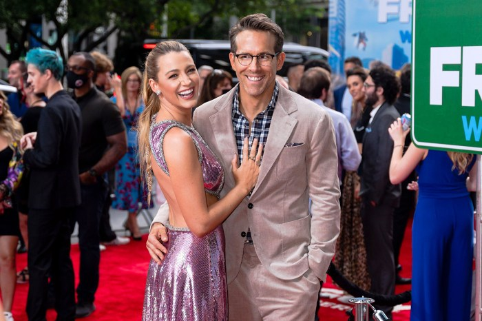 超完美太太!為了宣傳 Ryan Reynolds 的電影,Blake Lively 竟然出動到自己的泳衣照!
