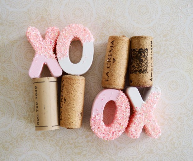Glitter XO wine stoppers | Popcorn and Chocolate