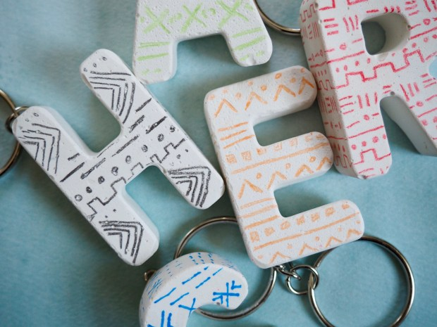 Handmade keychain out of plaster - mud cloth inspired | Popcorn and Chocolate