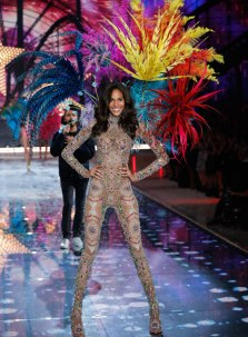 VS - 2015 - Fireworks Angels - Cindy Bruna