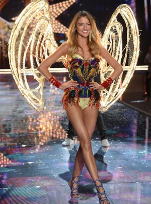 VS - 2015 - Fireworks Angels - Martha Hunt