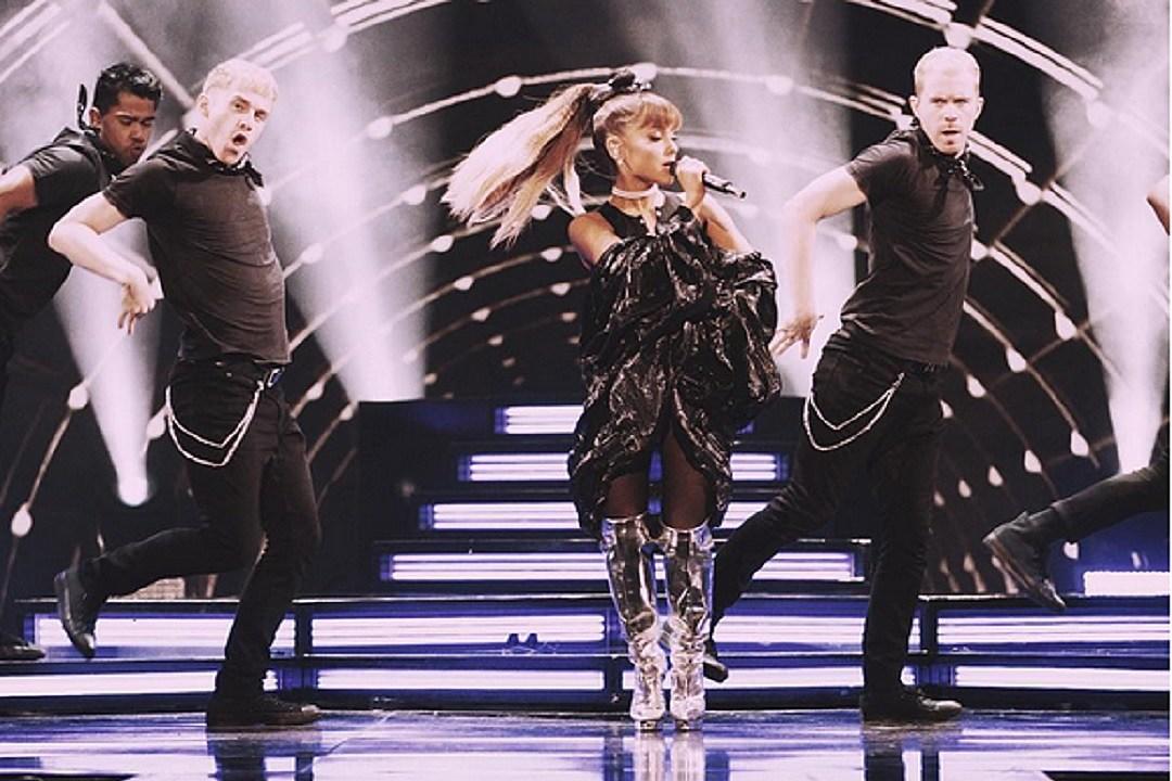 Ariana Grande ABC's Greatest Hits Whitney Houston Medley Performance