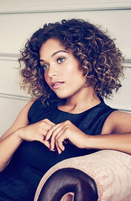 Short Hair Styles For Curly Round Faces