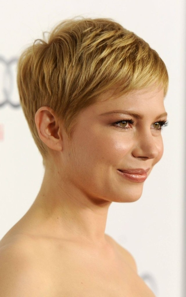 18 chic short layered hairstyles for women - popular haircuts
