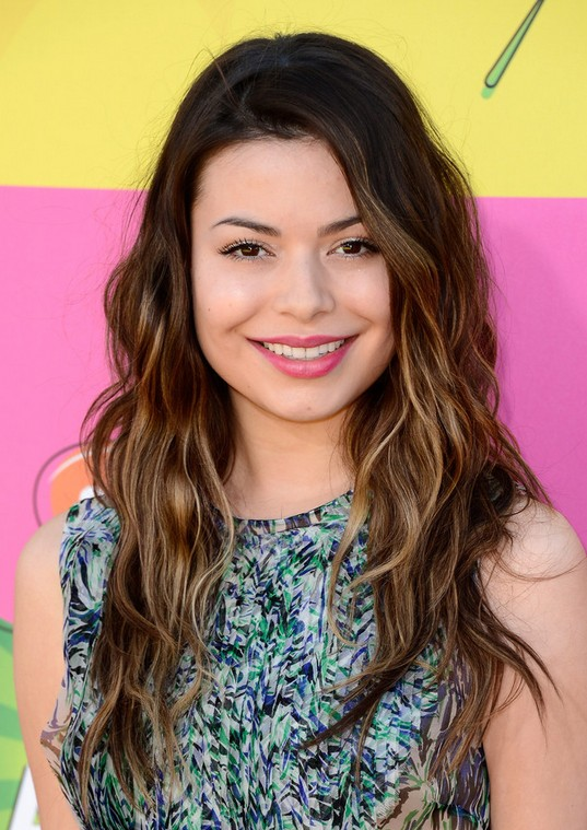 Miranda Cosgrove Layered Long Hair Style PoPular Haircuts