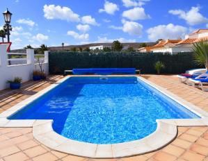 villa-rochelle-swimming-pool