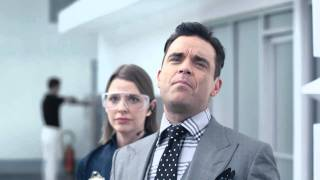 Screenshot aus VW Werbung mit Robbie Williams