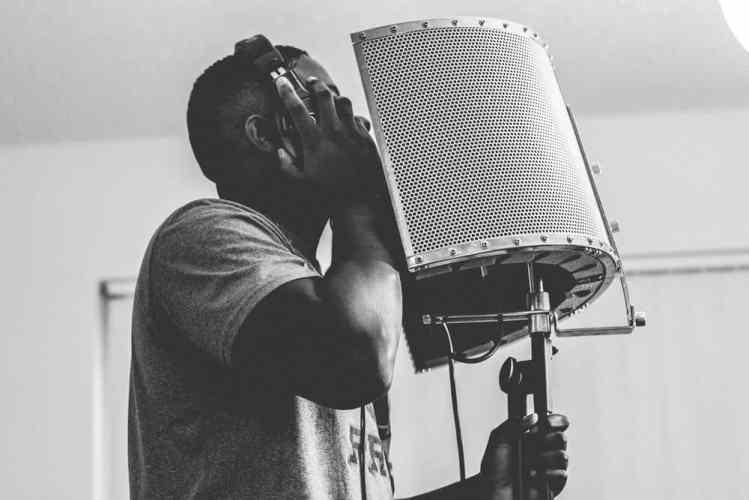 Rapper nimmt einen Song auf