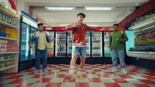 Screenshot aus Coca Cola Werbung 2021