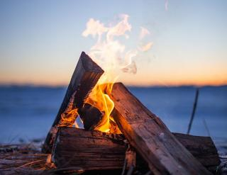 Feuer Holz brennt