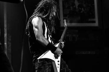 Metal Sänger auf der Bühne